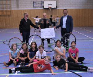 """Überraschung im Training: Spendenscheck für RMSV """"Edelweiss"""" Aach e.V."""